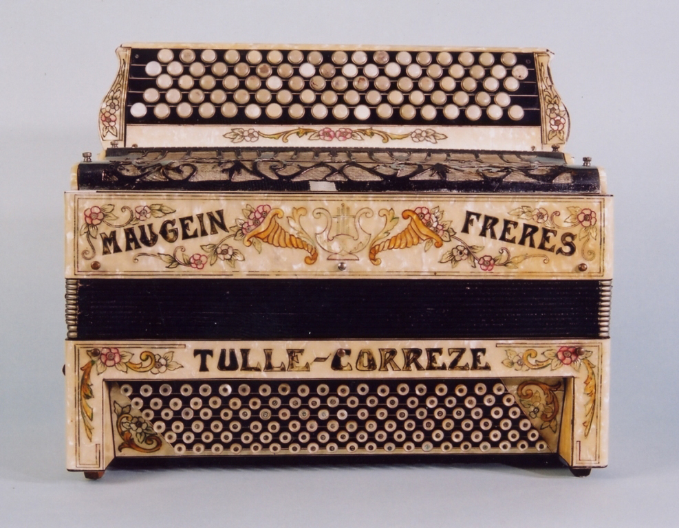 ancien accordeon maugein